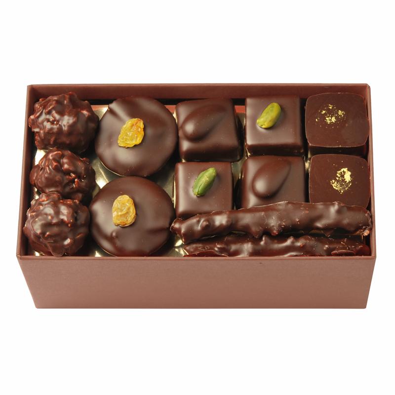 Coffret de chocolats tout noir – 400 g